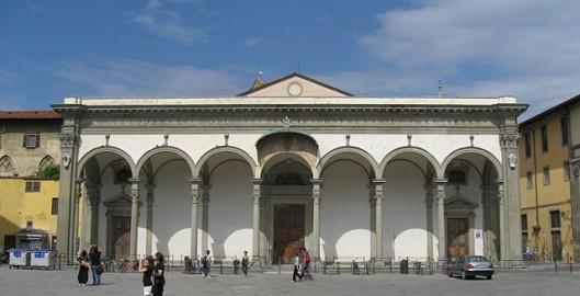 640px-Piazza_SS_Annunziata_Firenze_Apr_2008_(17)